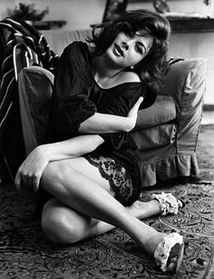 Sandra Milo nella sua casa di Roma, in una foto degli anni '60