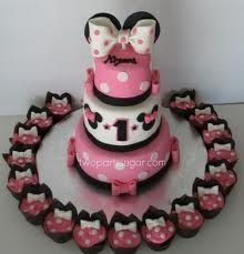 Minnie Mouse Cake & Cupcakes of course do Mickey for hom Torta Minnie Mouse, Bolo Minnie, Minnie Mouse 1st Birthday, Minnie Mouse Theme, Minnie Mouse Cake, Mickey Mouse, Pink Minnie, Bash, Mickey Party
