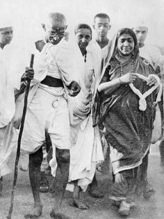 April Indian spiritual leader Mahatma Gandhi accompanied by Mrs, Sarojini Naidu at Dandi, India en route to breaking the Salt Laws at the end of his long march to inaugurate the Civil. Get premium, high resolution news photos at Getty Images Marc Riboud, Rosa Parks, Salt March, Les Suffragettes, Mahatma Gandhi Photos, Flower Power, Indira Gandhi, Vintage India, Art