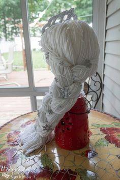 DIY Elsa Frozen Wig with yarn and crochet cap Halloween 2014, Holidays Halloween, Halloween Crafts, Elsa Frozen, Disney Frozen, Disney Diy, Elsa Kostüm Kind, Yarn Wig, Maquillage Halloween