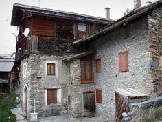 Saint-Véran - 23 images de qualité en haute définition Saint Véran, Images, Cabin, House Styles, Home, Sundial, Old Homes, Traditional House, Cabins