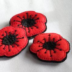 Poppy brooch for Remembrance Day  embroidered por BeadedGardenUK