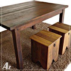 Mesa de jantar e banquinhos em madeira de demolição de pipas de vinho. Exclusividade Az Móveis Rústicos.