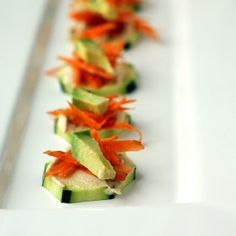 A super quick appetizer of Zucchini Slices with Hummus, Carrot, and Avocado Cucumber Appetizers, Vegetarian Appetizers, Appetizer Salads, Easy Appetizer Recipes, Yummy Appetizers, Simple Appetizers, Snack Recipes, Birthday Dinner Menu, Healthy Food Blogs