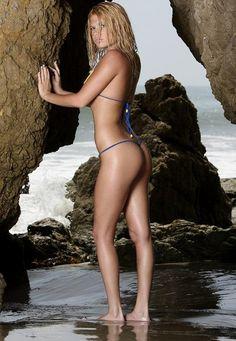 La vela 2001 bikini