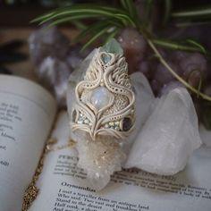 Lunar Glow  One of my favourite pendant designs! With spirit quartz, moonstone, labradorite, aquamarine, and fluorite ✨