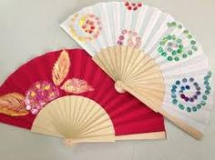 Resultado de imagen de flickr abanicos pintados Painted Fan, Hand Painted, Fan Decoration, Vintage Fans, Pretty Hands, Party Favors, Diy And Crafts, Hand Fans, Cool Stuff