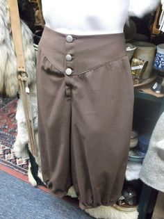 This pair of mens pants will work great for renaissance or medieval garb, pirate or colonial costumes, and many other historic type outfits. They are