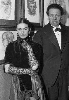Frida Kahlo & Diego Rivera https://vieuxneufrecycle.wordpress.com/2015/11/06/icones-de-mode-frida-kahlo/