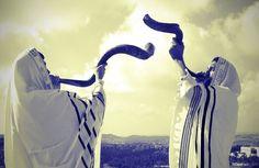 """Еврейские общины России и всего мира встречают Рош ха-Шана — новый, 5777 год от сотворения мира по иудейскому летоисчислению, сообщает 316news.org со ссылкой на ria.ru. Рош ха-Шана — один из самых ярких и красочных еврейских праздников. Его название переводится с иврита как """"голова года&"""