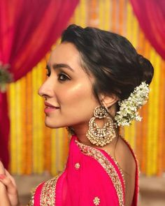 One of the most popular and highest paid actresses in India, Shraddha Kapoor is on fire when it comes to her fashion sen Beautiful Bollywood Actress, Most Beautiful Indian Actress, Beautiful Actresses, Indian Celebrities, Bollywood Celebrities, Bollywood Couples, Bollywood Fashion, Shraddha Kapoor Cute, Kareena Kapoor