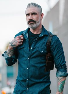 Long Sleeve Denim shirt with western cut and design. The style of this fitted denim shirt gives it a touch of class and a well defined look. Leather Suspenders, Komplette Outfits, Cut Shirts, Models, Denim Shirt, Denim Fashion, Long Sleeve Shirts, Men Casual, Menswear