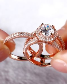 42 Top Round Engagement Rings: Best Rings Ideas %%page%% %%sep%% %%sitename%% Wedding Rings Simple, Wedding Rings Solitaire, Round Diamond Engagement Rings, Wedding Rings Vintage, Engagement Ring Settings, Bridal Rings, Vintage Engagement Rings, Wedding Ring Bands, Wedding Jewelry