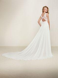 Vestido de noiva corte evasé decote em bico