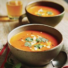 Vegetable soup d Autumn and apples roast - chatelaine Wine Recipes, Soup Recipes, Healthy Recipes, Healthy Food, Recipies, Confort Food, Good Food, Yummy Food, Make Ahead Meals