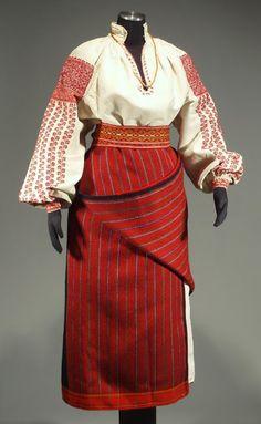 FolkCostume: Red sleeve embroidery of the Sniatyn district, Pokuttia, Ukraine La forme de la jupe Folk Fashion, Ethnic Fashion, Historical Costume, Historical Clothing, Traditional Fashion, Traditional Dresses, Ukraine, Ukrainian Dress, Folk Clothing
