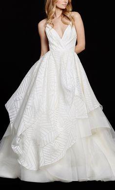 Crushing on this gorgeous wedding dress.