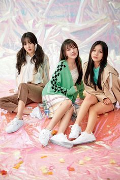 G-Friend poses with Reebok for their 'Dazed and Confused' photoshoot Kpop Girl Groups, Korean Girl Groups, Kpop Girls, Dazed Magazine, Bae, Friend Poses, G Friend, Entertainment, Girl Bands