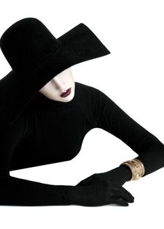 Photographer Maggie West and stylist Jessica Willis team up for their Serge Lutens-inspired fashion story. Fashion Art, Editorial Fashion, Fashion Beauty, Fashion Design, Fashion Story, Fashion Details, Dark Photography, Fashion Photography, Black Mode