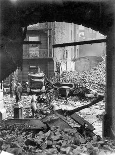 looking out from the inside of the GPO 1916 Ireland Pictures, Old Pictures, Old Photos, Vintage Photos, Ireland 1916, Dublin Ireland, Irish Independence, Photo Engraving, Northern Ireland