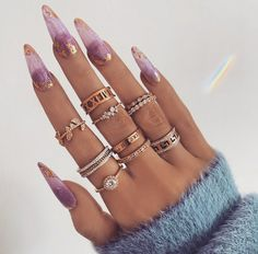 𝕻𝖚𝖗𝖕𝖑𝖊 𝖓 𝖌𝖔𝖑𝖉 . 𝑪𝒂𝒕𝒄𝒉𝒊𝒏𝒈 𝒕𝒉𝒆 𝒍𝒊𝒈𝒉𝒕 Nails Edgy Nails, Stylish Nails, Swag Nails, Stylish Rings, Nail Jewelry, Jewellery, Fire Nails, Minimalist Nails, Minimalist Fashion