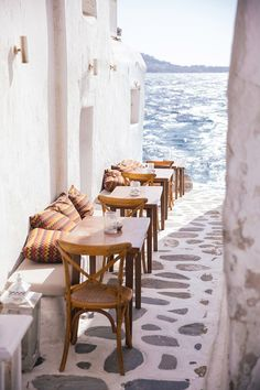 Read on for some wanderlust worthy traveling tips to the beautiful island of Mykonos, Greece…