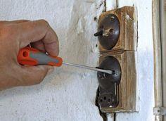 #Gamle kontakter, som bliver repareret af #elektriker Herlev, #Elektriker i Herlev, #Elektriker Herlev, #Elektrikere i Herlev
