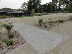Place des fêtes en calcaire stabilisé Landscape Architecture, Landscape Design, Parcs, Pavement, Sidewalk, Public, Floor, Sun, Urban Park