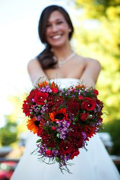 Heart Shaped Bouquet (I`ve found my bouquet ... I LOVE THIS) .. Now if only I had money for a wedding...lol