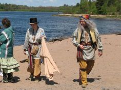 http://www.native-reenactors.ca/photos/2008/BlindRiver/May08_025.jpg