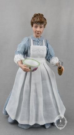 Victorian era cook, in 1:12 scale.  Porcelain and china painted. Miniature Rooms, Dollhouse Dolls, Victorian Era, Porcelain, Flower Girl Dresses, Miniatures, Disney Princess, Doll Houses, Vancouver