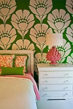 kelly green + white + pink | wallpaper + lamp