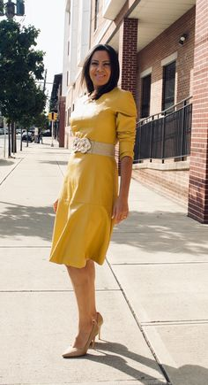 Most women focus their wardrobes around traditional, linear garments, resulting in a bland and uninspired appearance. However, how often do you see a long-sleeve yellow leather dress? It is already rare to see a black leather dress, so why not yellow? Yellow Leather Skirt, Black Leather Dresses, Faux Leather Skirt, Leather Outfits, Stylish Dresses, Nice Dresses, Nude Pumps, Wool Dress, We Wear