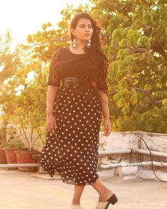Girl Photo Poses, Girl Photos, News Anchor, Beautiful Girl Photo, Tamil Actress, Stylish Girl, Cute Girls, Prince, Short Sleeve Dresses