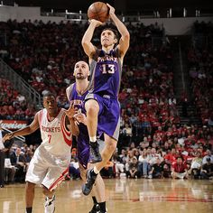 Steve Nash posts 18 points and 10 assists in the Suns' defeat of the Rockets.