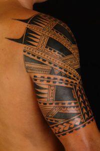 25 Sleeve Tattoos Design Ideas for Men. Sleeve Tattoos or tattoo sleeves usually consist of multiple tattoo symbols that have a similar theme. Polynesian Tattoos Women, Filipino Tribal Tattoos, Polynesian Tattoo Designs, Wrist Tattoos, Cute Tattoos, Tattoos For Guys, Sleeve Tattoos, Finger Tattoos, Arm Tattoo