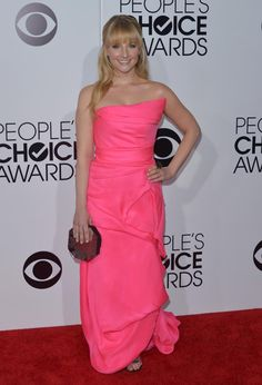Melissa Rauch arrives at the 40th annual People's Choice Awards. #Style #Hollywood #Fashion #Beauty