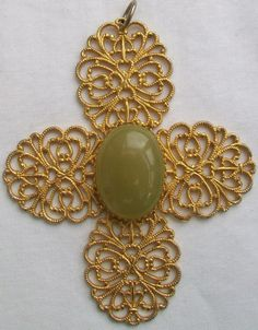 Etsy - Your place to buy and sell all things handmade, vintage, and supplies Green Onyx, Vintage Wear, Filigree, Buy And Sell, Pendants, Brooch, Stone, Metal, Bracelets