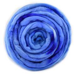 Australian Merino Wool Combed Top Hand Dyed Little Boy Blue #merinowool #spinning #spinningfiber #sallyridgway #mylocalwool #felting #feltingwool #greenwoolroving #woolroving #spinnersofinstagram #feltersofinstagram