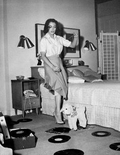 Natalie Wood jamming with some tunes on vinyl!