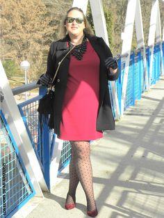 Casual Look. Look RED DRESS & PLUMETI  CURVY Girl· Trendy Curvy - Plus Size Fashion Blog  #loslooksdemiarmario #winter #outfitcurvy #invierno #look #lookcasual #lookschic #tallagrande #curvy #plussize #curve #fashion #blogger #madrid #bloggercurvy #personalshopper #curvygirl #primark #lookinvierno #lady #chic #looklady #dress #red #vestidorojo #lookcondress #look #outfit #plumeti #mediasplumeti #lookplumeti #lookrojoynegro #redlook #plumetilook #primark #navidades #christmas #cristmaslook