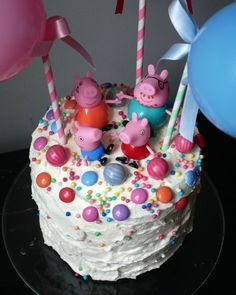 A Peppa Pig Cake! Decoration and baking instructions. The step by step instructions for the magical cake in piggy pink! Pig Party, 1st Birthdays, Peppa Pig, Mole, 2nd Birthday, Cake Decorating, Chocolate, Baking, Desserts