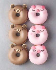 Donuts are fried sweets made with flour, white sugar, butter and eggs. Donuts are one of the favorite foods of American nationals. Donuts are more welcomin Cute Donuts, Mini Donuts, Doughnuts, Baked Donuts, Delicious Donuts, Delicious Desserts, Yummy Food, Kreative Desserts, Cute Baking