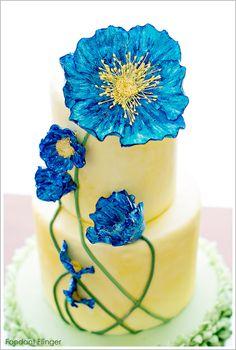 Blue Poppy Flowers Cake. http://www.fondantflinger.com/