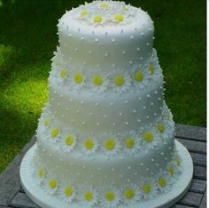 Beautiful Yellow Daisy Wedding Cake Ideas Find Here Fashion and Wedding Ideas Beautiful Yellow Daisy Wedding Cake IdeasYellow Daisy Wedding Cake IdeasYour email address will not be Daisy Wedding Cakes, Daisy Cakes, Themed Wedding Cakes, Fall Wedding Cakes, Wedding Cake Designs, Wedding Flowers, Gorgeous Cakes, Pretty Cakes, Cute Cakes