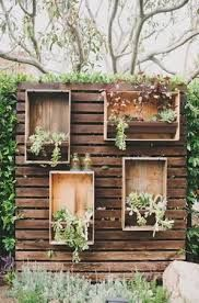 Resultado de imagen para ideas para el jardin con cajonesde madera pintados