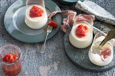Yoghurt-honey creams with sweet tomato compote