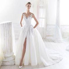 Wedding dress Love the split and the pockets . . #dresspockets #sohandy #aroosidarholland #aroosirani #lebasaros #afghanwedding #bruidsjurk #bruiloft #weddingdress #myaroosiplanner