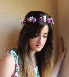Corona de flores morada y crema, corona de flores para boda, Tiara de flores novia morada, Diadema de flores morada y cruda, Tocado flores de Lolacoqueta en Etsy