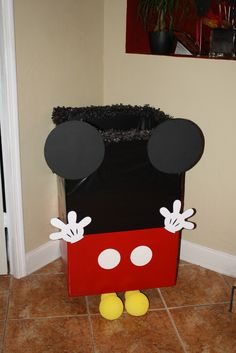 Caja para poner los regalos de los invitados del tema Mickey Mouse.